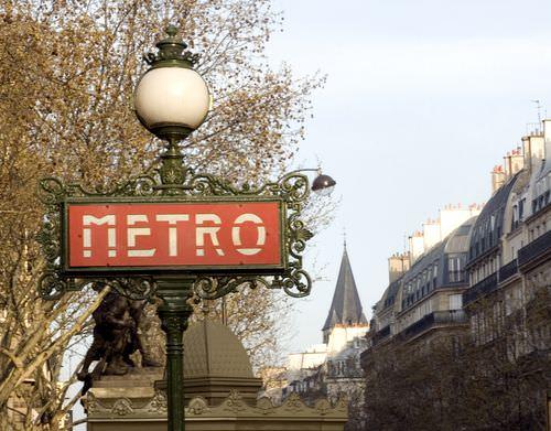23488_paris_enseigne_du_metro_parisien